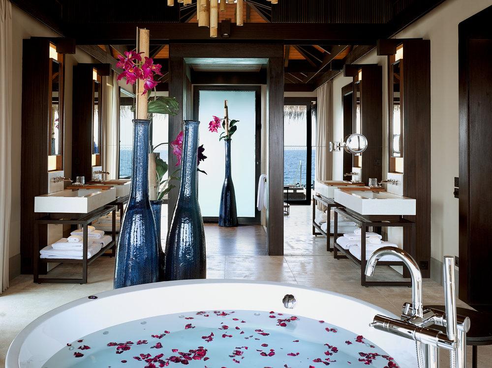 Velaa-Romantic-Pool-Residence-Bathroom.jpg