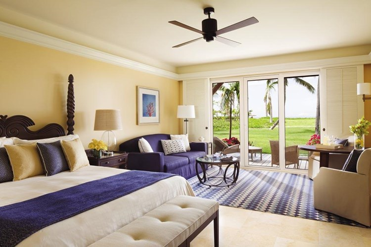 Virtuoso Amenities - For 2018:Upgrade of one category, based on availability at time of check-in (excluding signature suites and villas)Daily full American breakfast for two in-room guests, served through In-Room Dining or in the hotel restaurant (including buffets)$100 USD equivalent Resort or Hotel credit to be utilized during stay (not combinable, not valid on room rate, no cash value if not redeemed in full)
