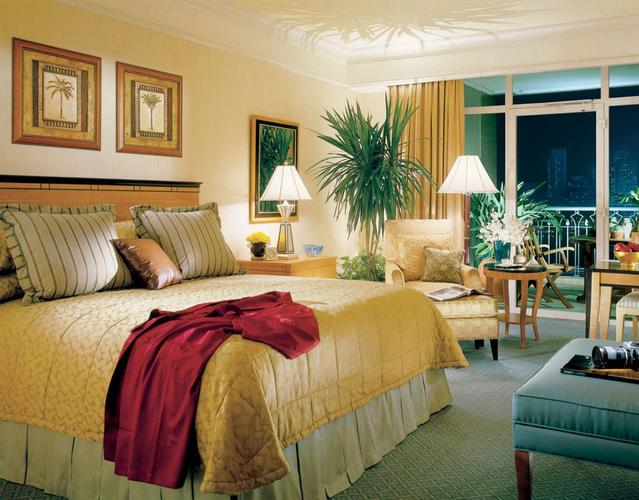 Four Seasons Hotel Cairo at Nile Plaza   Cairo, Egypt     Virtuoso Amenities    For 2018:   Upgrade at time of booking, subject to availability  Daily Full Breakfast for up to two in-room guests  $100 USD equivalent Spa Services credit to be utilized during stay (not combinable, not valid on room rate, no cash value if not redeemed in full, not valid on products)