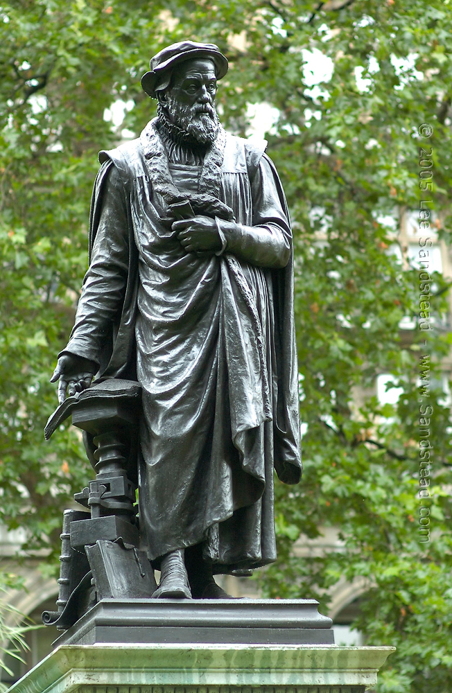 Statue of Tyndale - London, England