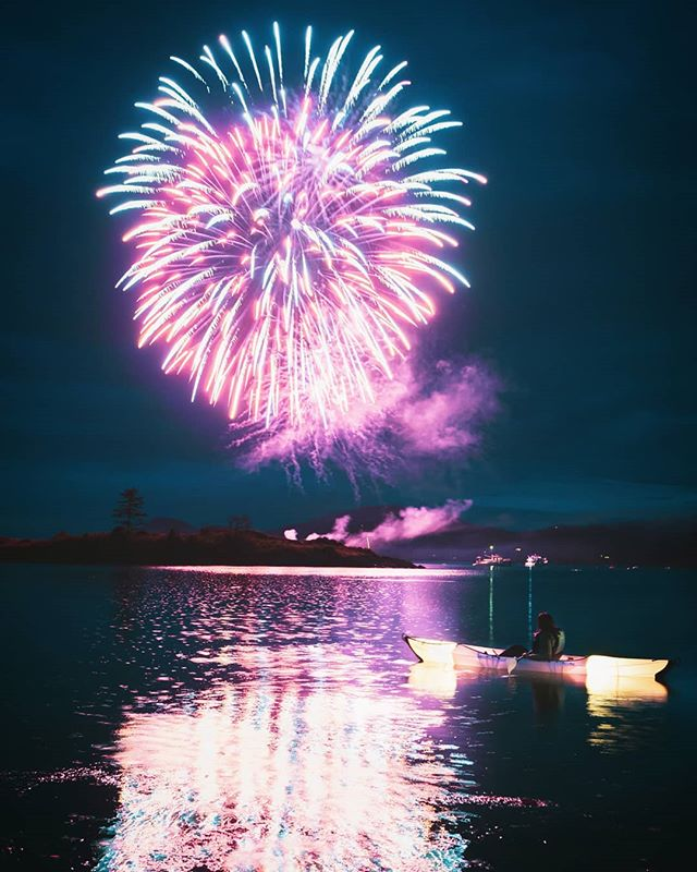 🎧 [M83 - Let Men Burn Stars] I hope everyone had an amazing 4th of July! This year, @stephaniegracewrites , @luseatosky and I were able to spend another holiday seeing more of the San Juan Islands. Though we ended up biking more than kayaking this year, we were able to do what I missed out on last time. Enjoying the fireworks while being out on the water.