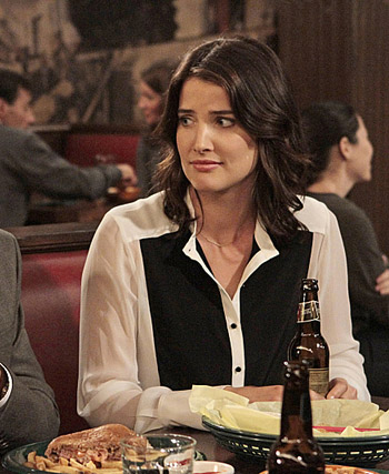 Wardrobe Inspiration from Robin Scherbatsky @ Cat On The Moon (www.catonthemoon.xyz)