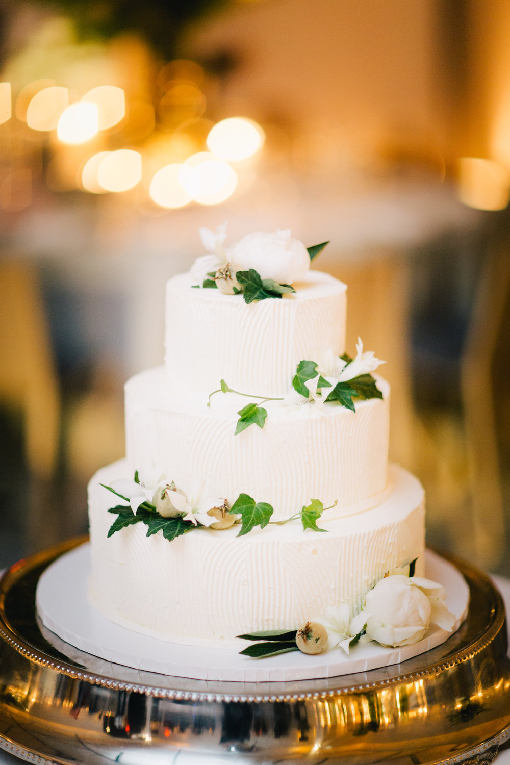 Photo by :    Joseph Lin Photography    / Cake by:    A Simple Cake