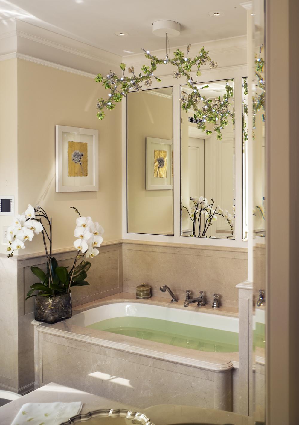 LSI-web-fifth-ave-interior-bathroom.jpg
