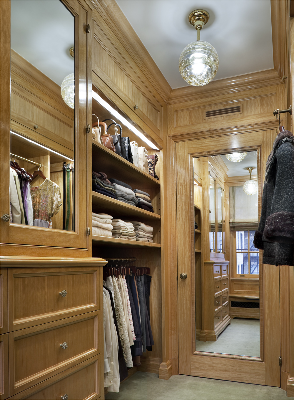 LSI Web Fifth Ave Interior Closet 1
