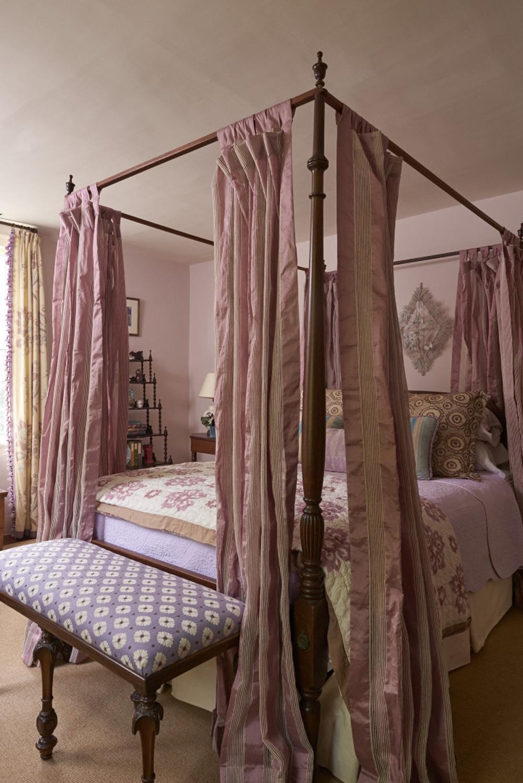 llewellyn-web-cornwall-daughters-bedroom-1.jpg