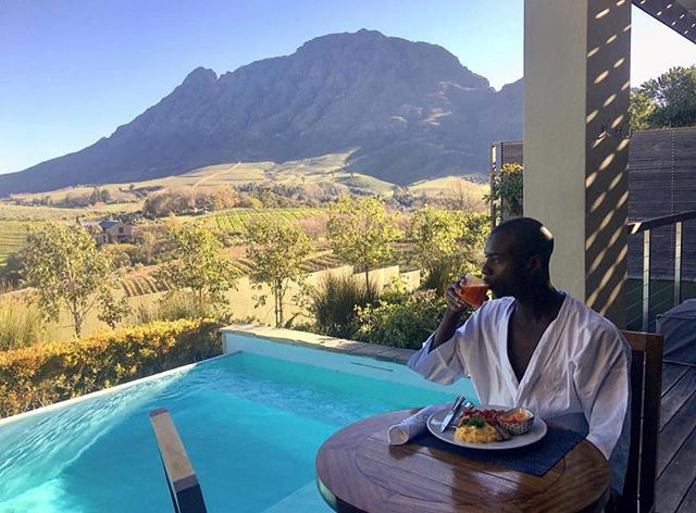 Luxe traveler @misterlevius is having views for breakfast in Cape Town at @delairegraff. What are you having? #wanderlustwednesday #luxelifeadventures #liveadventurously
