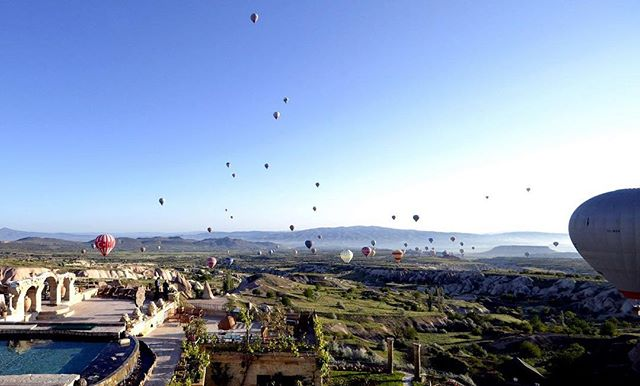 Taking a hot air balloon ride above Cappadocia in Turkey is high on our bucket list this #TravelTuesday. Have you gone on this adventure? Give us tips! @museumhotel #luxelifeadventures #liveadventurously
