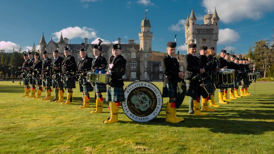 pipe_band_tune_up_in_support_of_the_rnlis_yellow_wellies_fundraising_campaign.jpg