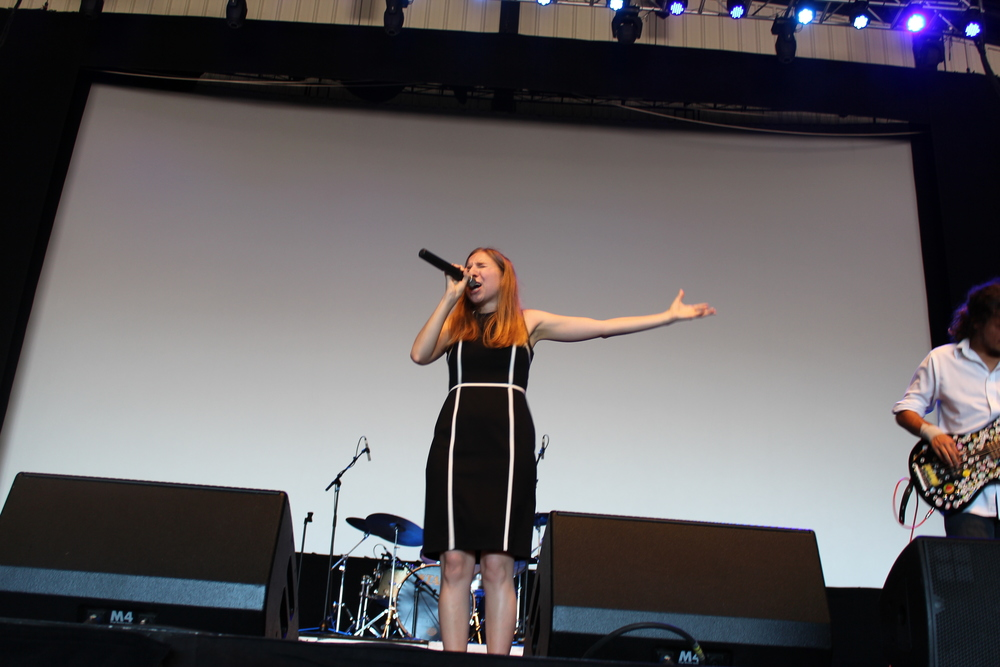 Cynda singing her heart out at the http://www.ocfair.com/ocf2/