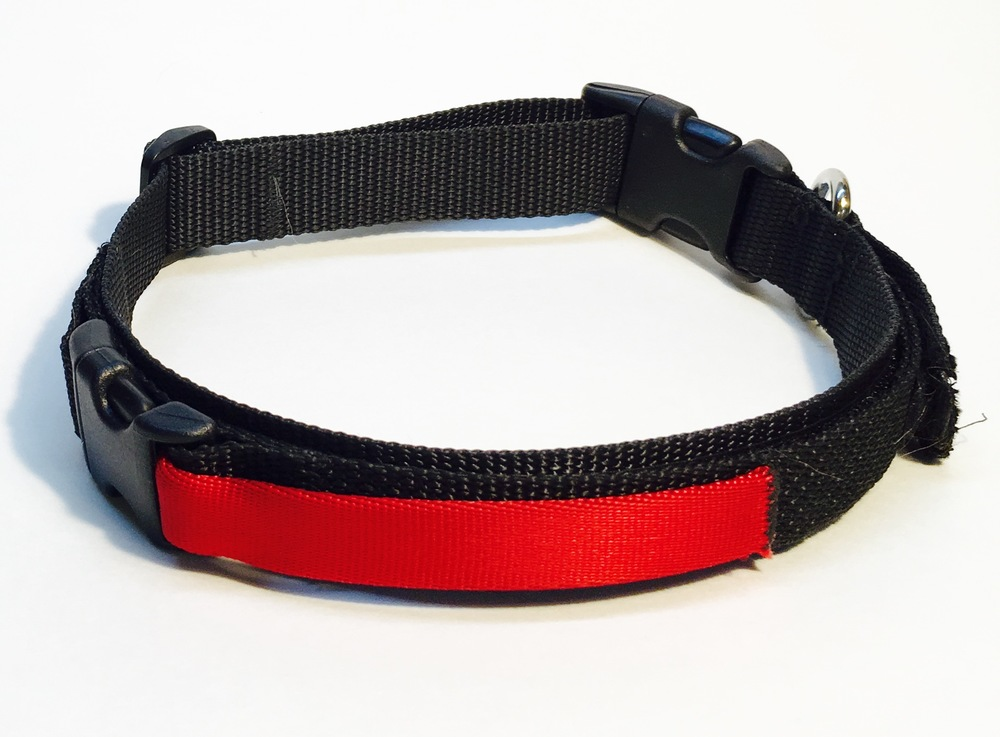 The NoVa collar is made from the best materials. It's stitched with 3M® reflective thread,  stainless D-ring, and crazy strong webbing.