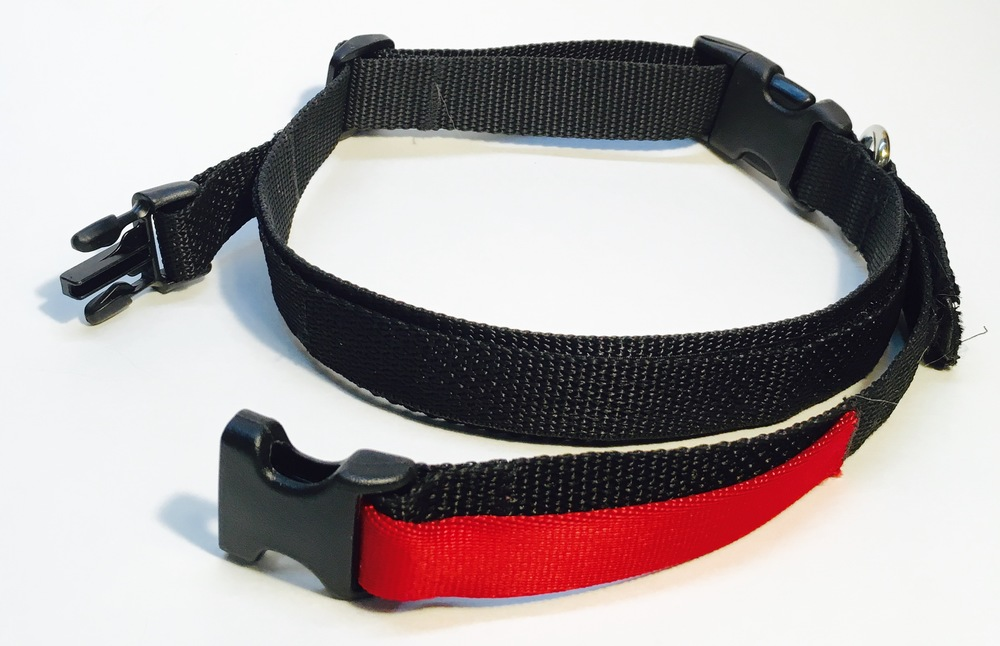 The leash easily unclips with one hand to give you an easy grip on fido!