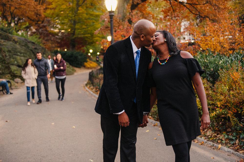 CentralPark.Manhattan.NYC.PlazaHotel.EngagementPhotos.9.jpg