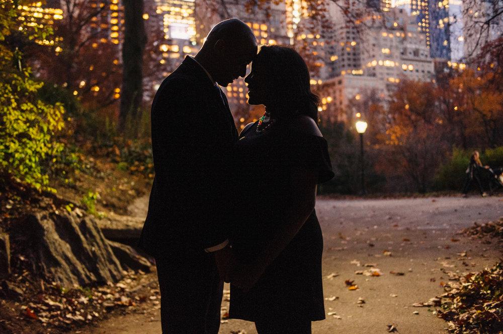 CentralPark.Manhattan.NYC.PlazaHotel.EngagementPhotos.13.jpg