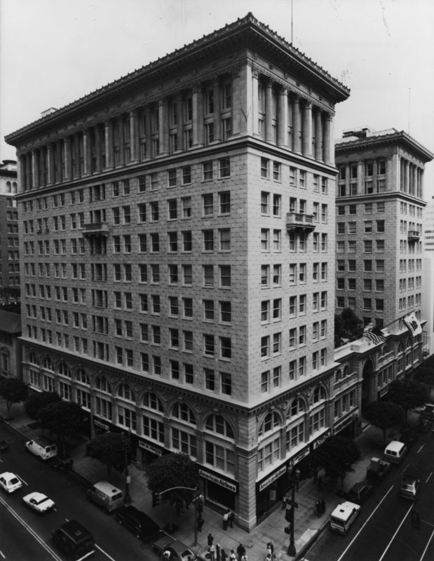 THE SENTRY BUILDING   Built in 1921  12 stories  300,000 total square feet  Floors 4-11: 11′ concrete ceilings  Penthouse: 16′ concrete ceilings