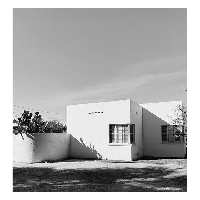 Desert Moderne 🖤 #territorymagazine #themodernejournalofthesouthwest