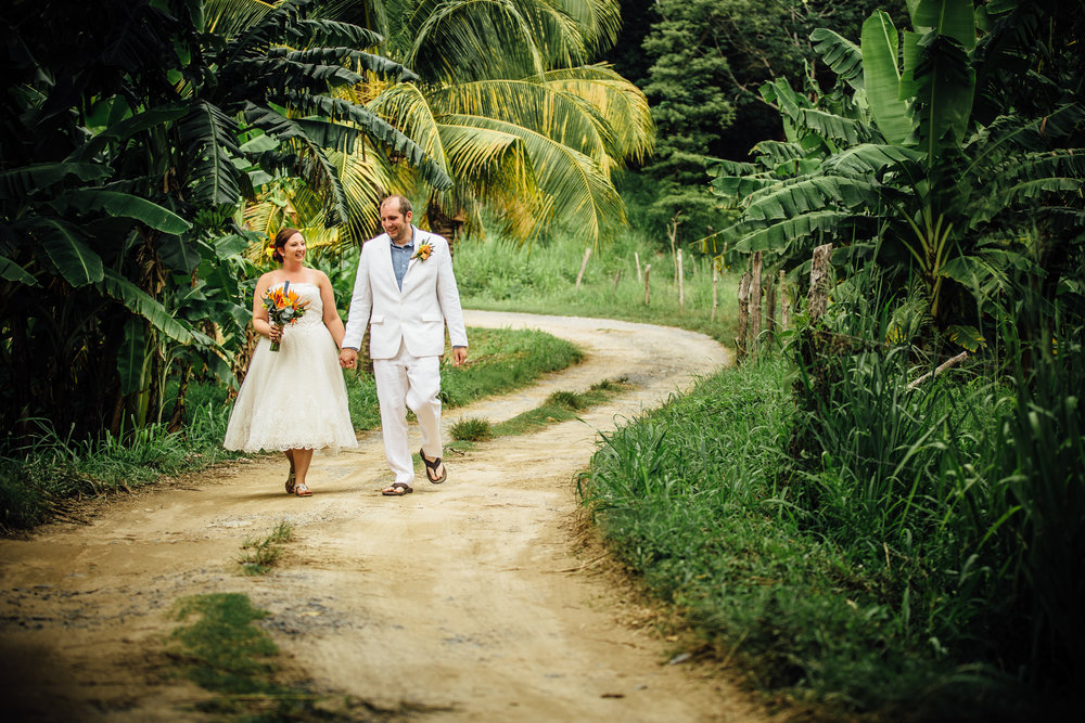 Roatán Honduras wedding, dirt road and palm trees