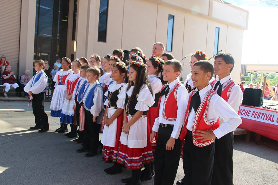 04 - Czech Dancers 1.jpg