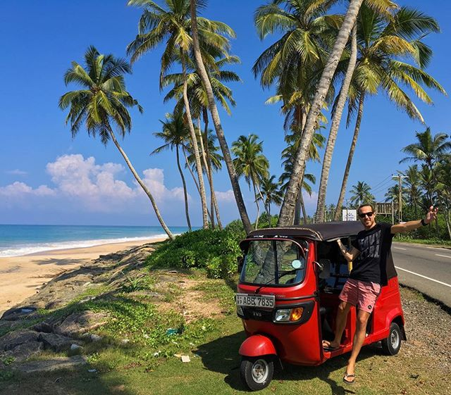 We've spend a lot of time traveling south east Asia - by train / bus / ferry / motorbike - why not a tuk tuk? We will be taking this little guy everywhere and anywhere around Sri Lanka. Please send us tips on your favorite places to visit / eat / sleep etc 🇱🇰
