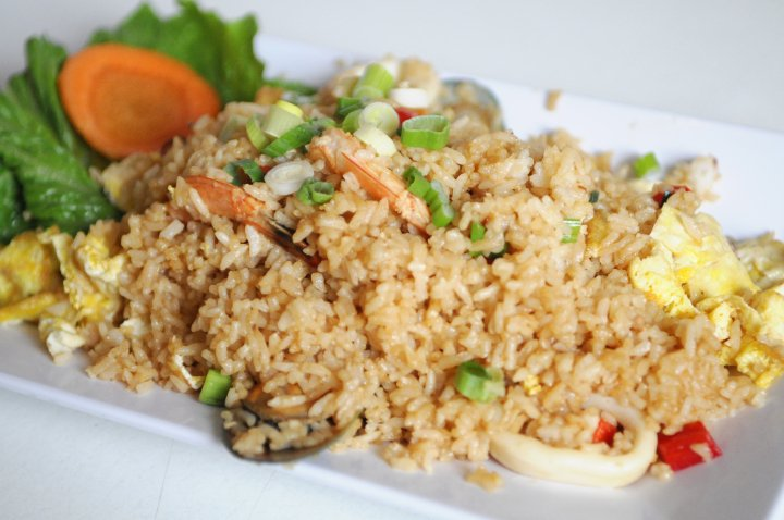 Arroz Chaufa de Mariscos-Seafood fried rice.jpg