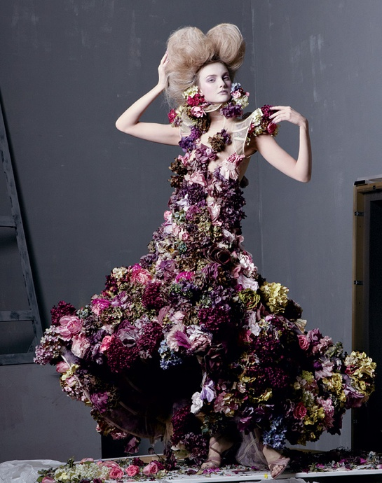 Alexander McQueen 2007 - Sarabande dress.jpg