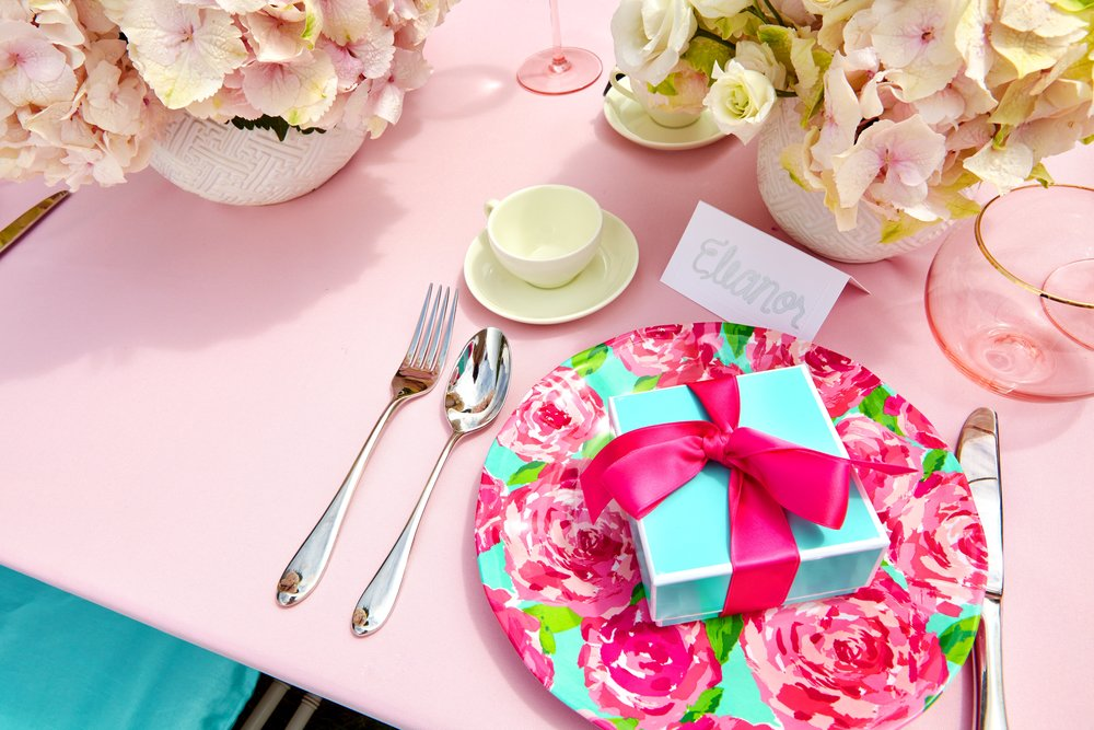 Table Setting With Gift - B Floral