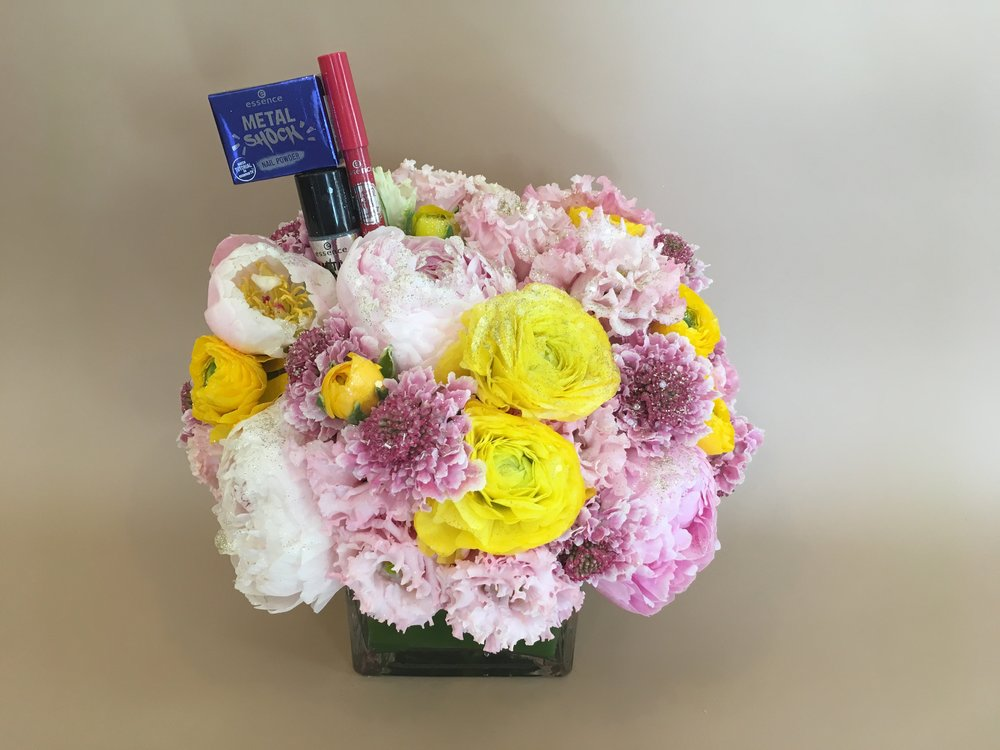 Essence Cosmetics Arrangement- B Floral