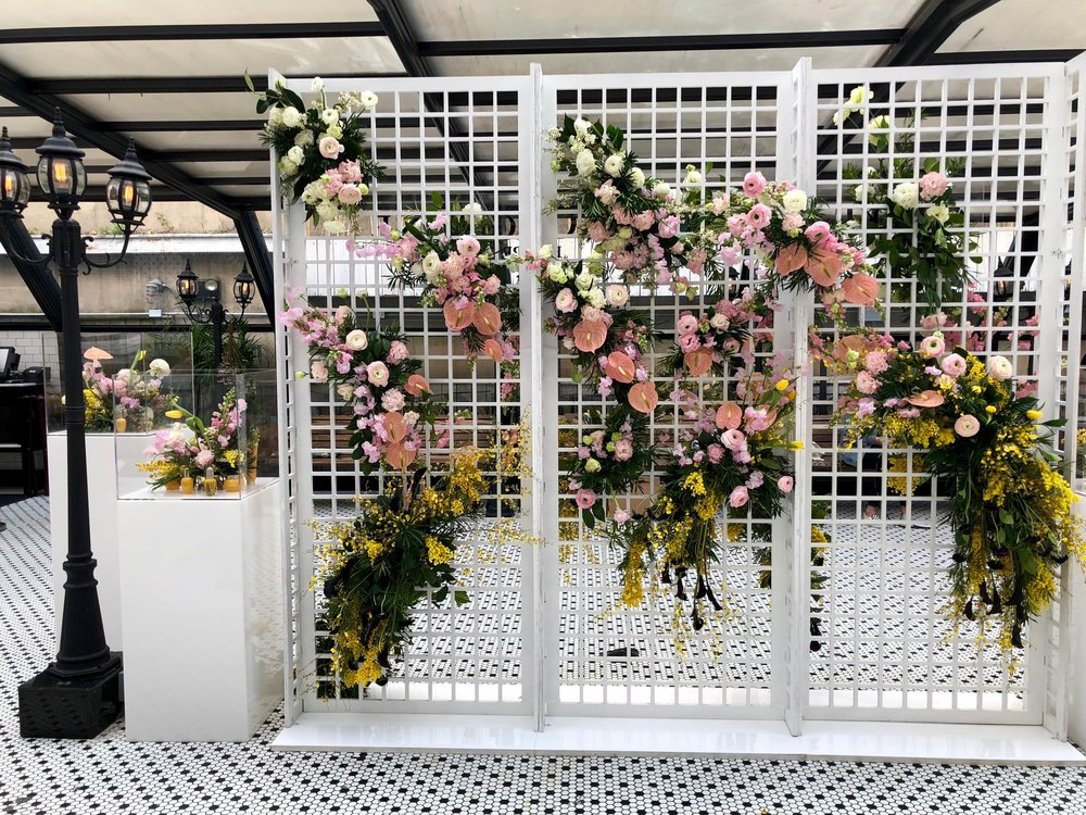 L'Occitane x LIKEtoKNOW.it Floral Wall- B Floral