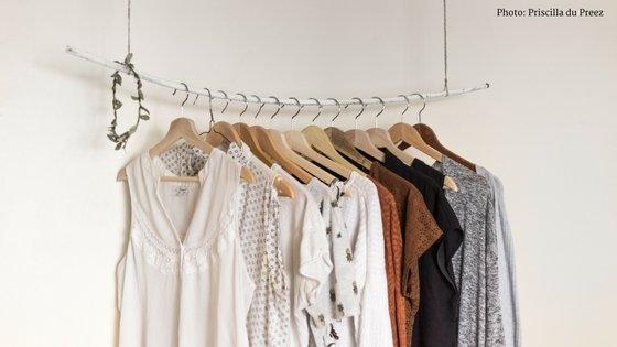 teen_bedroom_organization_blog_clothing_rack.jpg