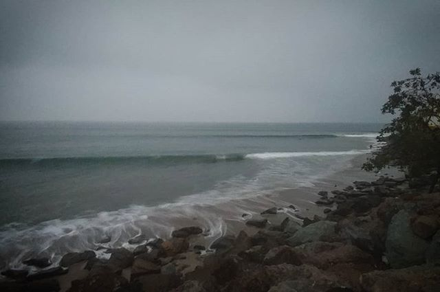 Finally some waves at 'sunset' this morning. Time to get cold...