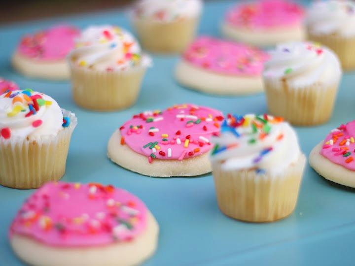 cupcakescookie.jpg