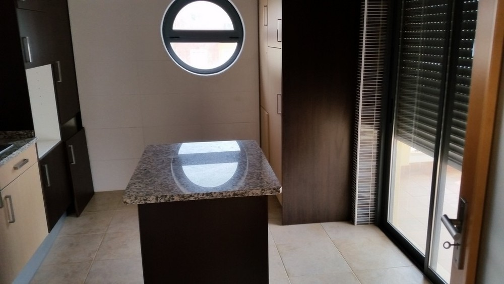 Bank repossession - 2 bedroom apartment with 2 parking spaces. Remax Diamond Lagos. €165,000