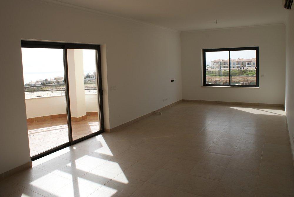 A-470 Apartment for sale in Porto de Mós (3).JPG