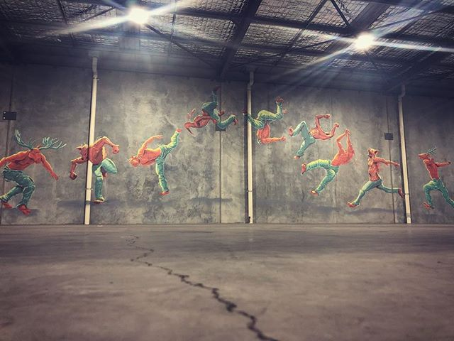 Teamwork makes the dream work.. today's production for @round1fitnessgym with @justcorz #perthart #mural