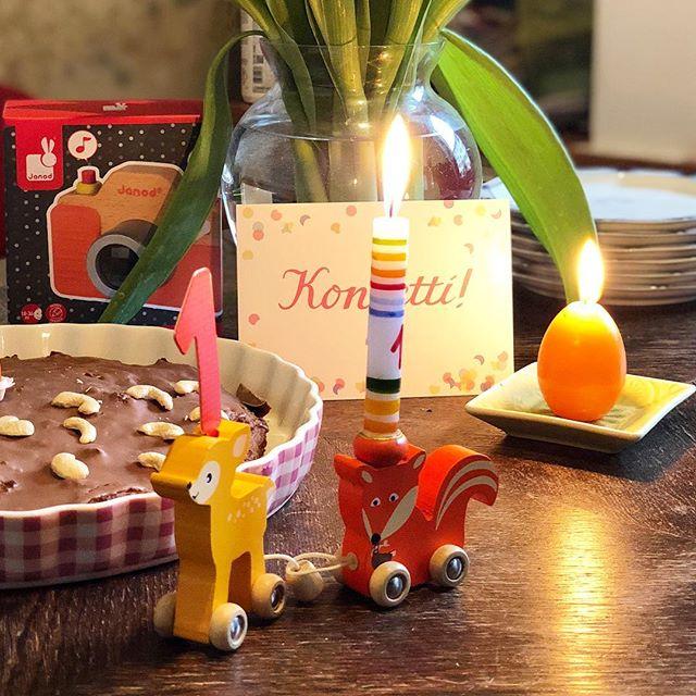 Gestern ist #kleinq ein Jahr alt geworden 👏💃🏻 Gibt's nicht! Wir haben schön gefeiert mit einer Freundin von #kleinq, Familie und Kuchen 🍰  Sagt man dann jetzt Kleinkind? 🧒🏼 #kleinkind #toddler #einjahralt