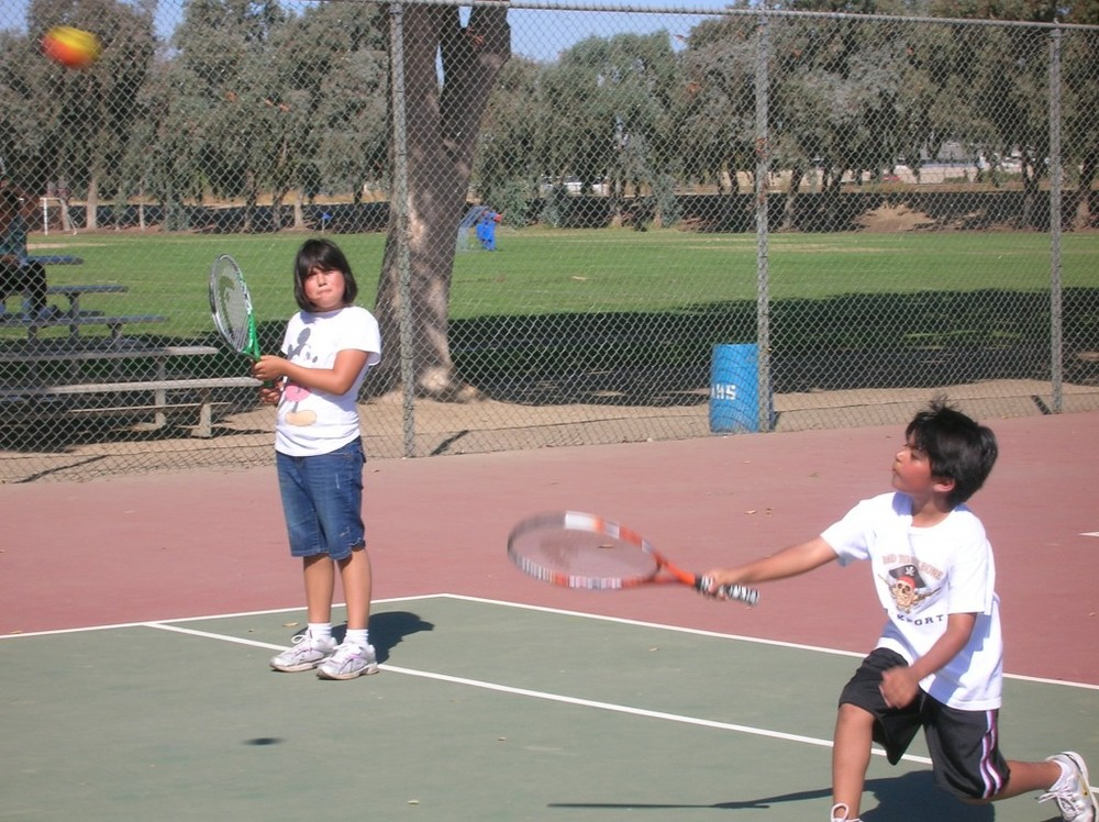 kids-tennis-boy-girl-1024x766.jpg
