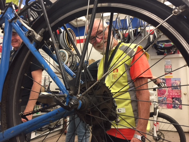 François enjoyed his repair pit stop at Kevin's Bikes in Merced.  Photo: Steve Newvine.