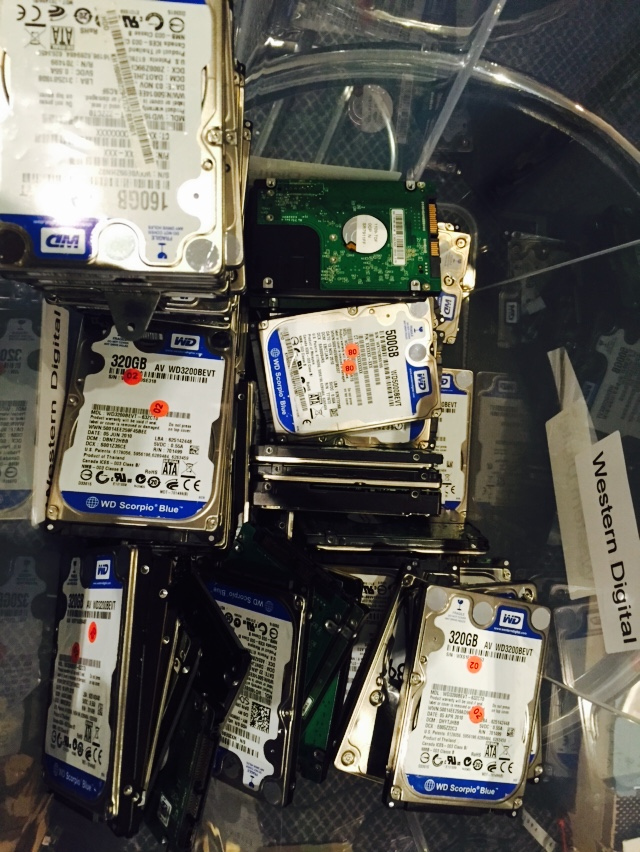 Lets have a look thru a box of western digital donor drives for compatible parts
