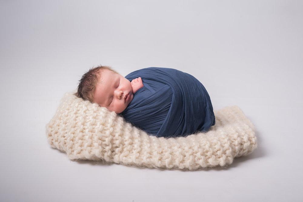 Newborn02NaomiLuciennePhotography052018-Edit.jpg