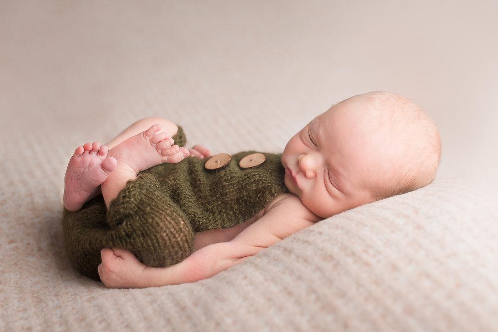 Newborn57NaomiLuciennePhotography052018-2-Edit.jpg
