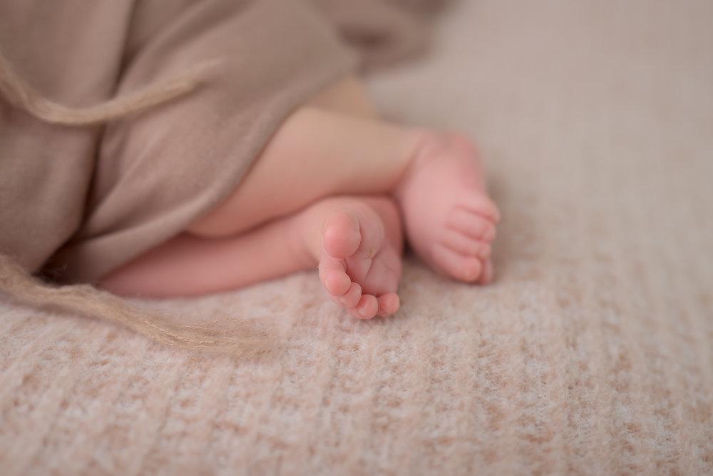 Newborn233NaomiLuciennePhotography052018-2-Edit.jpg