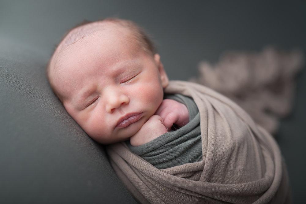 Newborn35NaomiLuciennePhotography062018-Edit.jpg