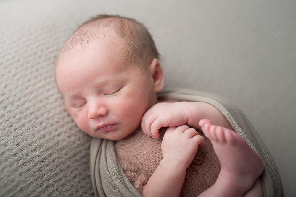 Newborn25NaomiLuciennePhotography062018-2-Edit.jpg