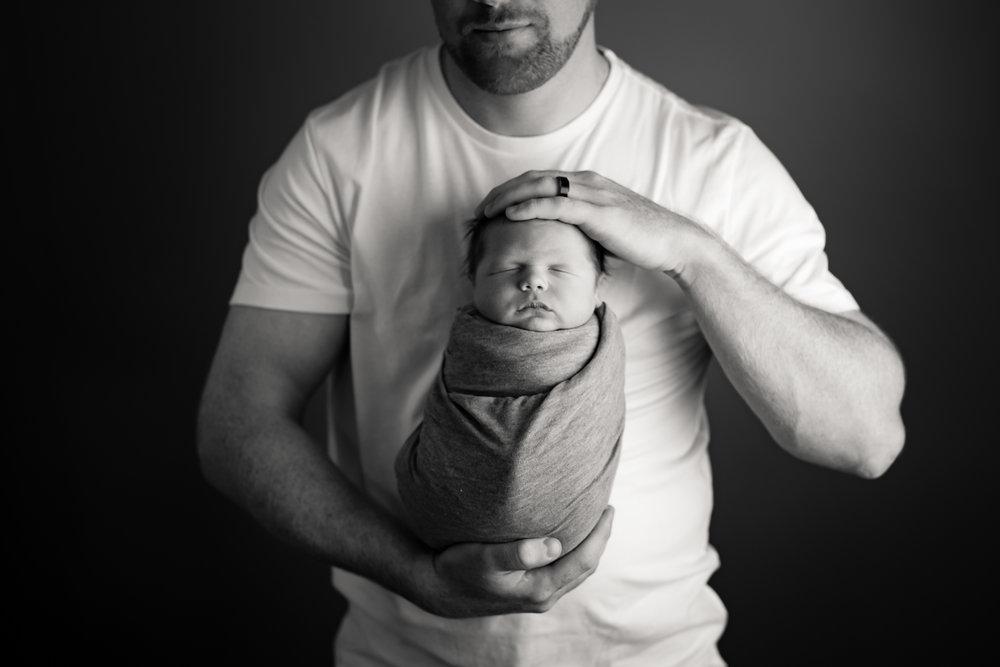 Newborn540NaomiLuciennePhotography072018-Edit.jpg