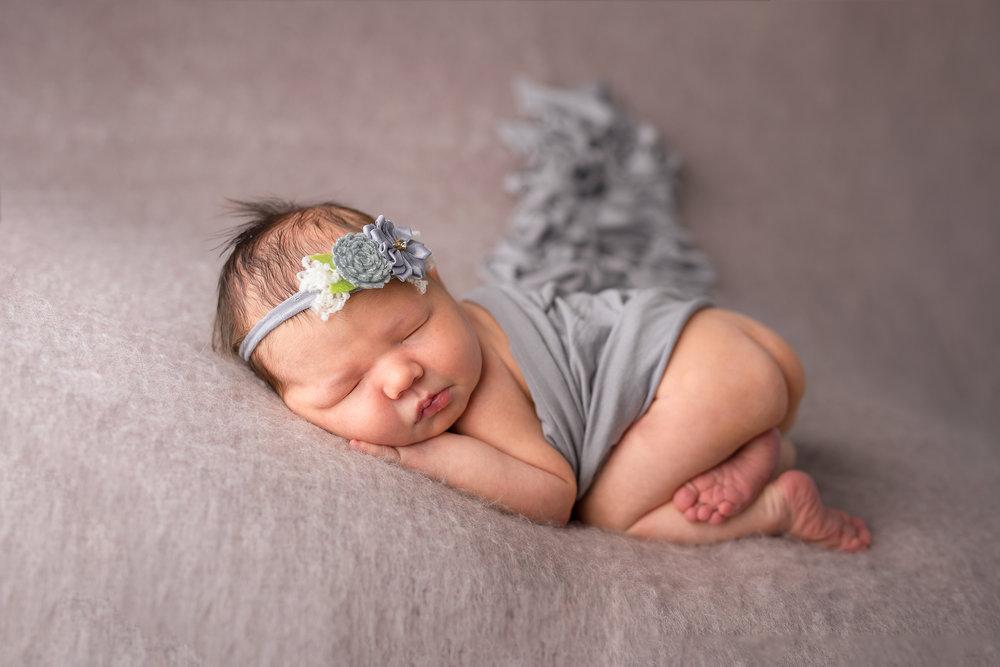 Newborn08NaomiLuciennePhotography102018-3-Edit.jpg