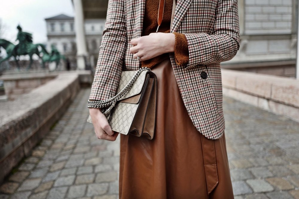 streetstyle-outfit-mit-teddy-pullover-2-1440x960.jpg