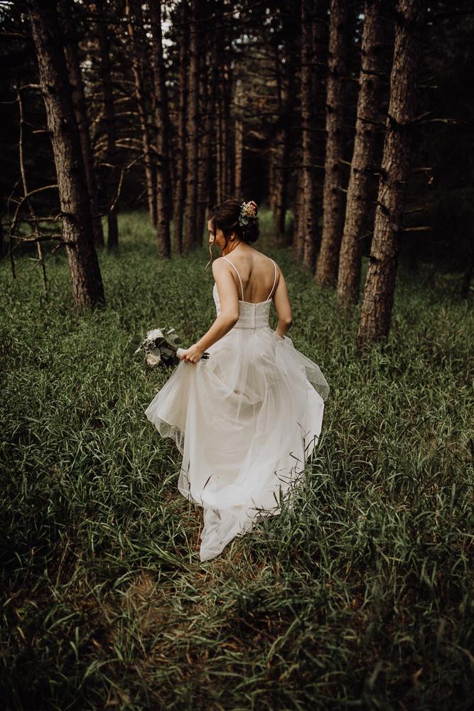 https---www.alyssadphotography.com-engagement grand rapids wedding-2.jpg