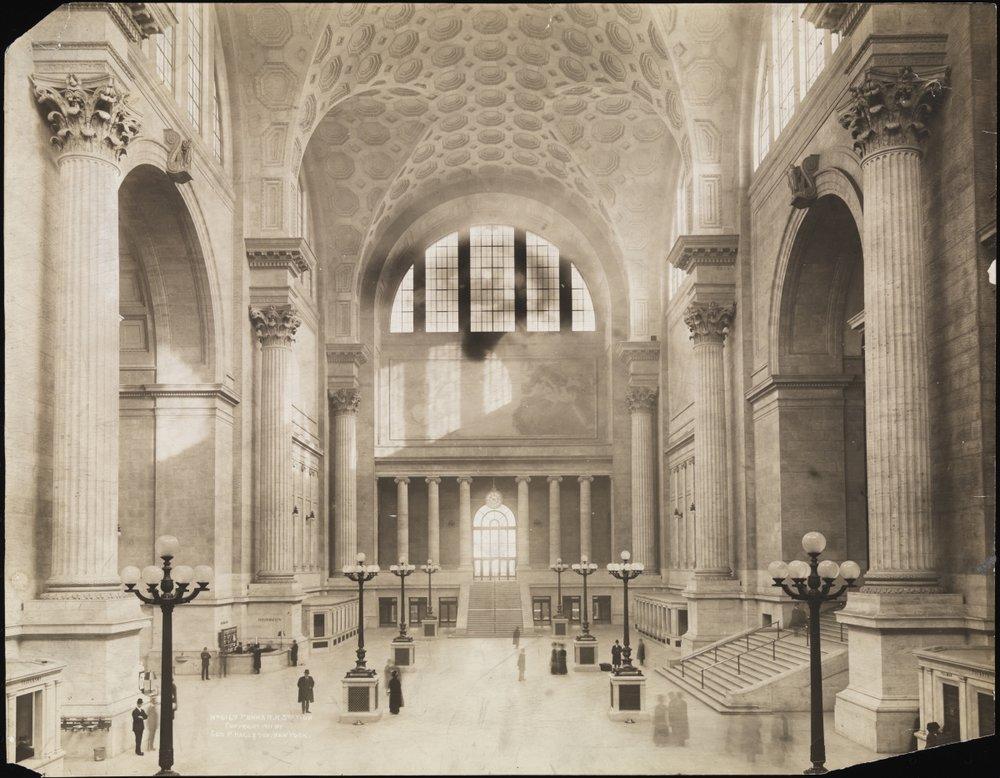 Pennsylvania_Station,_NYC,_Waiting_Room,_Cassatt_Statue.jpg