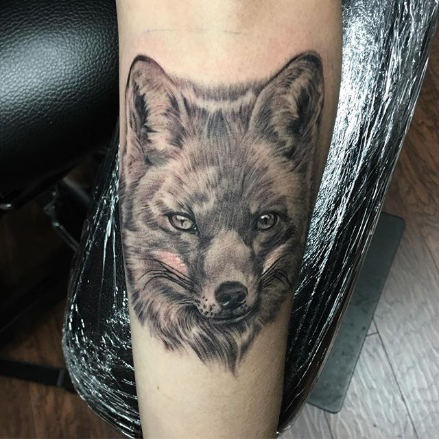Did some early morning tats today. @electrumstencilproducts @electrumsupply #blackandgreytattoo #portrait #tattoo #fox #fun #orlandotattoos