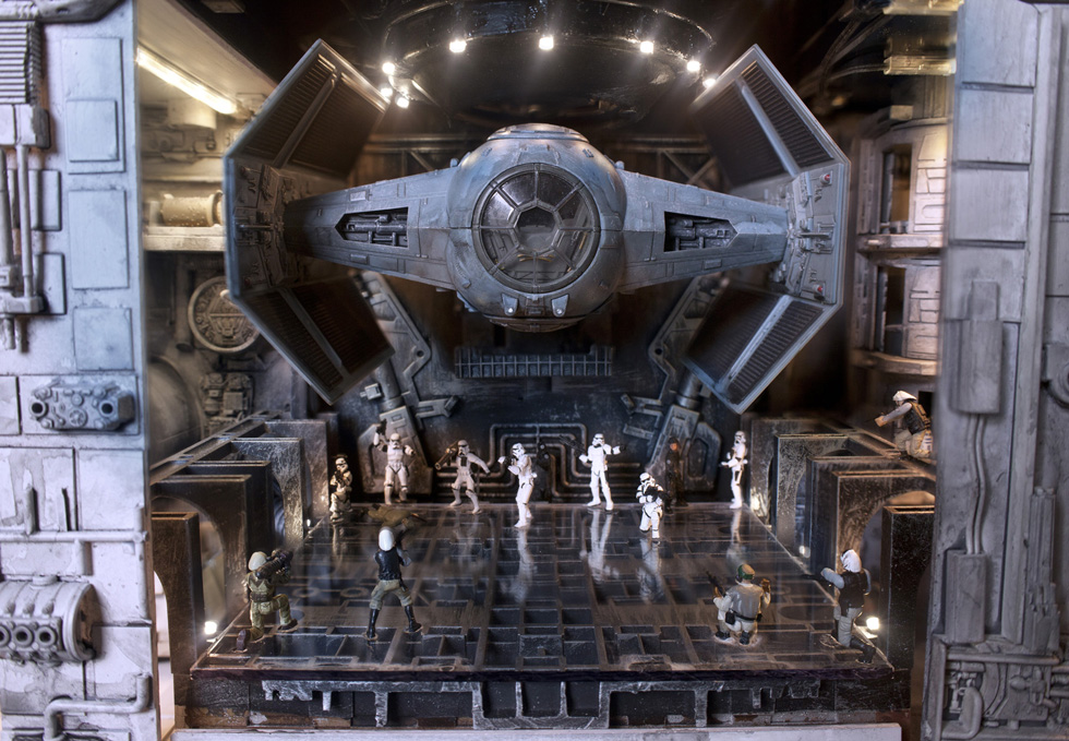 STAR-WARS-detail-Hanger_sm